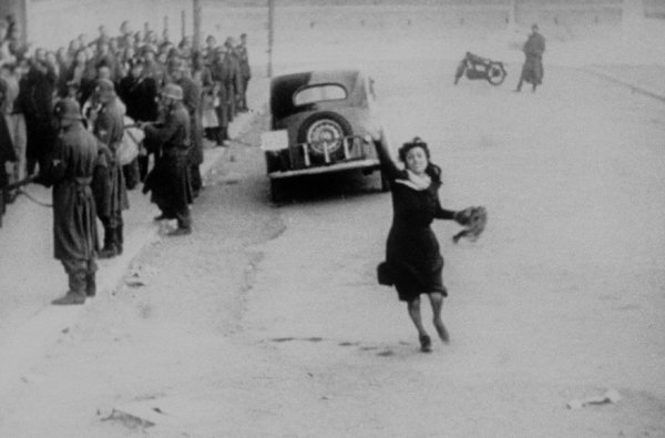 Самый известный кадр из фильма Рим, открытый город (1945)